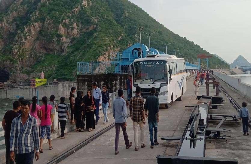 बीसलपुर बांध परियोजना पर अभियंताओं की मनमानी, रिश्तेदारों के निकल रहे बांध से वाहन