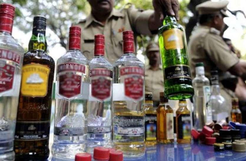 शराब की दुकानों में टूट रहे कायदे, दस जगह कार्रवाई
