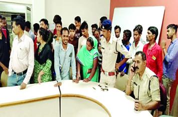 25 नाबालिग बच्चे ऑटो चलाते मिले, पुलिस ने दी समझाईश