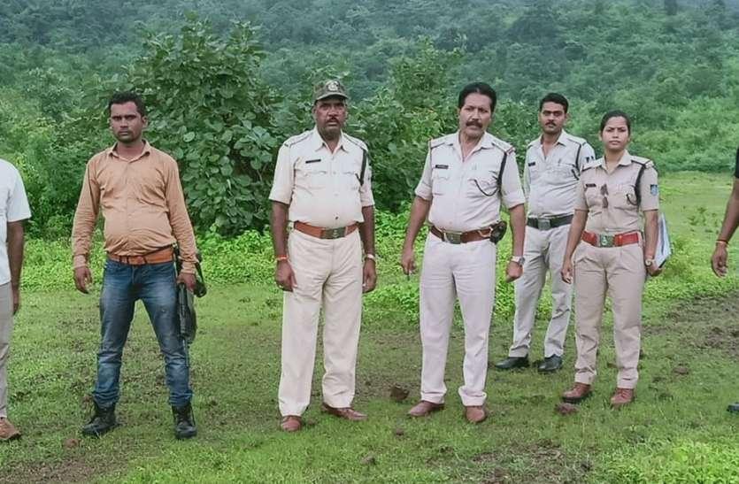 हथियारबंद बदमाशों के आने से गांव में मचा हड़कंप, जंगल में उतरी पुलिस