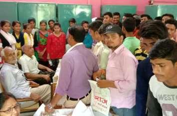 प्रवेश के अंतिम अवसर का लाभ उठाने कॉलेज में उमड़ी छात्र-छात्राओं की भीड़