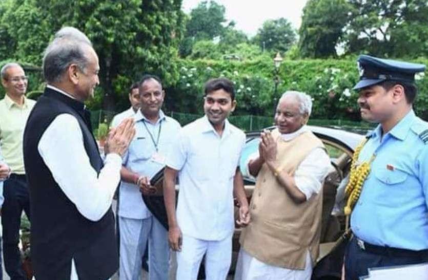 CM गहलोत नेHigh-Tea के साथगवर्नर कल्याण सिंह को दी Farewell, देखें तस्वीरें