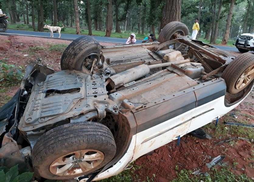 हॉस्टल में छात्रा की तबियत खराब, घर छोडऩे जा रही तेज रफ्तार कार पेड़ से टकराकर पलटी, बालिका समेत 6 का हुआ ये हाल
