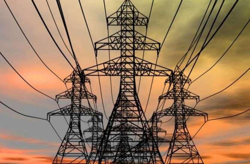 बिजली की बढ़ी दरों को लेकर कांग्रेस के वरिष्ठ नेता प्रमोद तिवारी