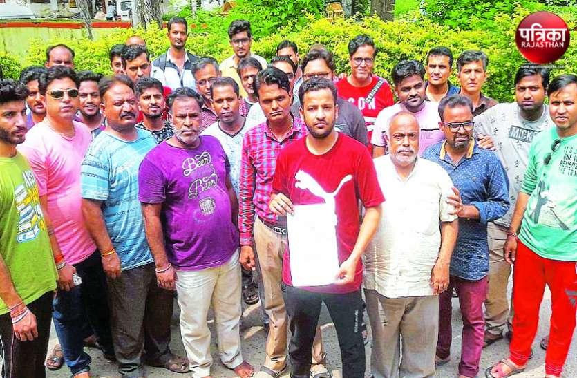 बांसवाड़ा : दिनदहाड़े कपड़े की दुकान में घुसे 15-20 नकाबपोशों ने व्यापारी पर किया हमला, मारपीट कर हो गए फरार, मचा बवाल