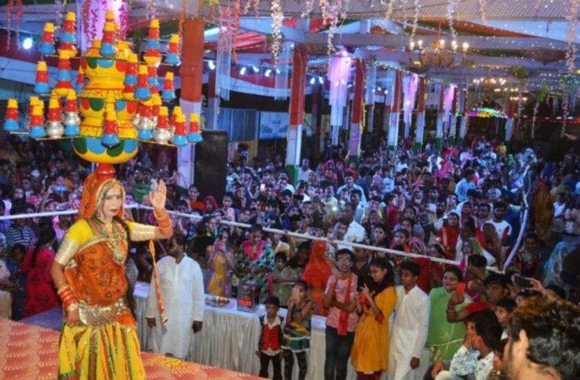 गणेशोत्सव में सजा तिरंगा पांडाला, 351 कलशों के साथ किया नृत्य