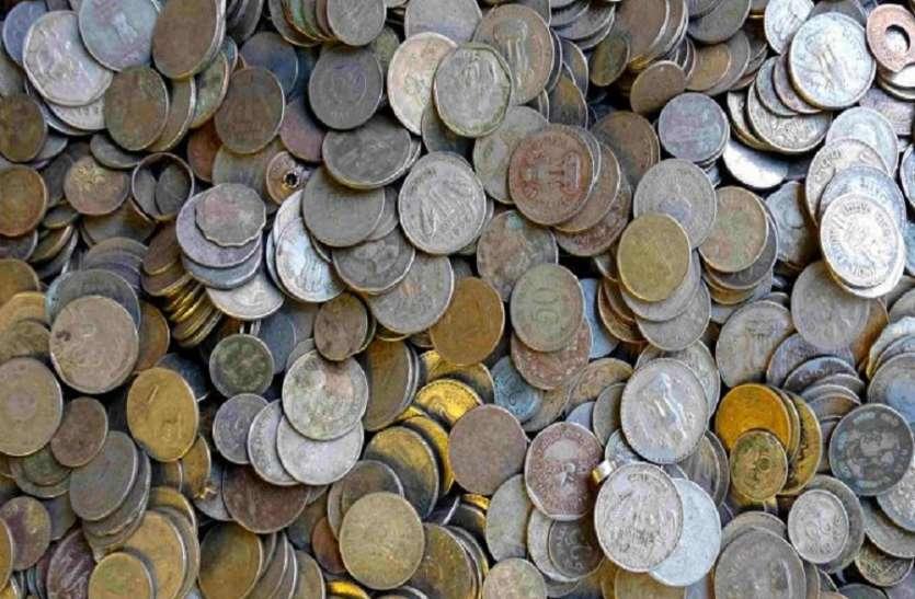 देखते देखते गायब हुए 20 करोड से ज्यादा के सिक्के