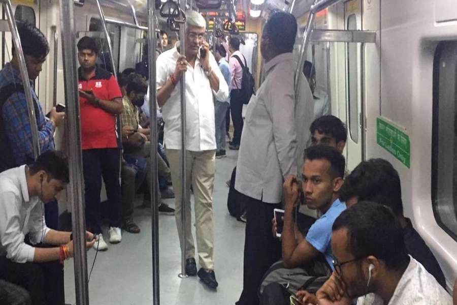 jal shakti minister gajendra singh shekhawat travelling in metro train