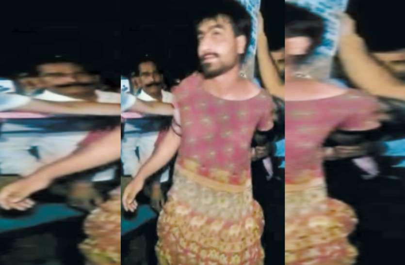 लडक़ी के कपड़े पहन संदिग्ध अवस्था में घूम रहे कश्मीरी छात्र को देख मचा हडक़ंप, सेना पर कर चुका है टिप्पणी