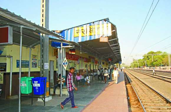 ट्रेनों में बिकेंगी दवाएं, मिठाइयों से लेकर कॉस्मेटिक्स तक खरीद सकेंगे यात्री