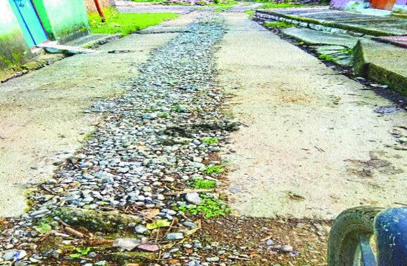 नल-जल योजना के लिए खोदी सड़क अब ये है हाल