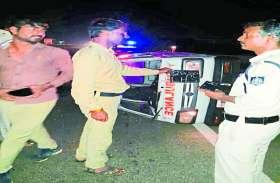 बस में ट्रक ने मारी टक्कर, एक दर्जन घायल, यात्रियों में खलबली