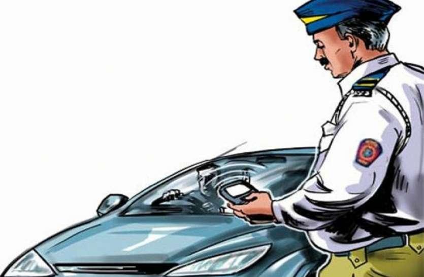 अजब-गजब: हेलमेट न होने पर कर दिया कार का चालान