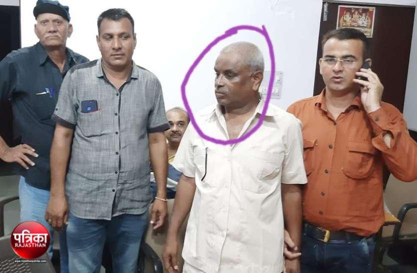 रिश्वत लेते गिरफ्तार घाटोल पुलिस चौकी प्रभारी को भेजा जेल, एसीबी ने घर की ली तलाशी