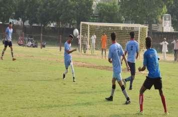 नवलगढ़ में फुटबाल का रोमांच शुरू