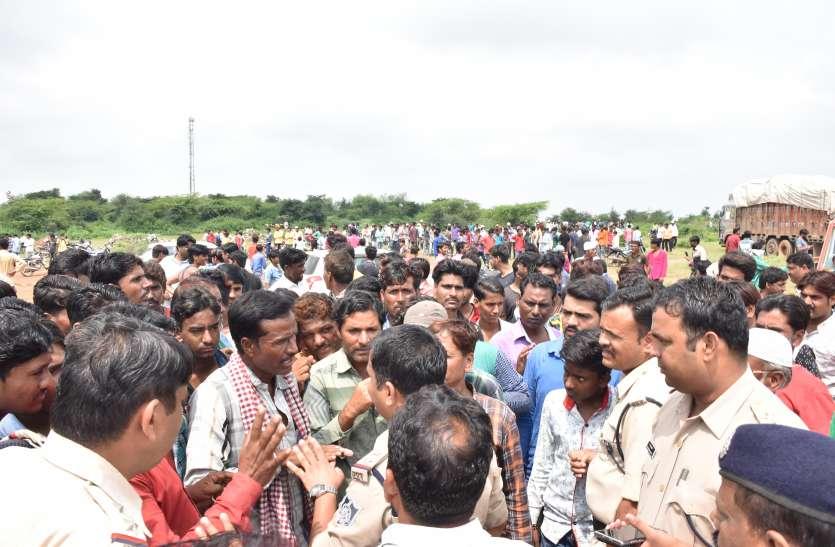 भाजपा महामंत्री की टायर फैक्ट्री मेंं लगी आग, आक्रोशित ग्रामीणों ने फैक्ट्री में किया पत्थराव