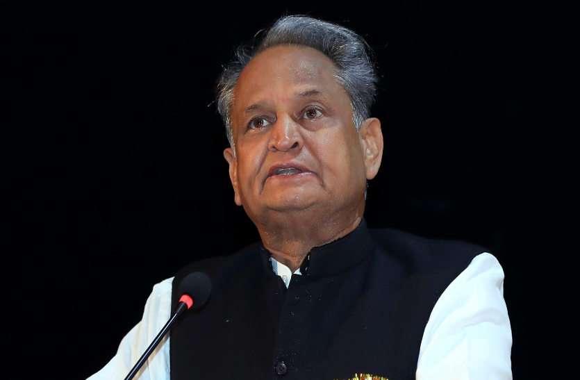 सीएम गहलोत का मंत्रियों को आदेश, सप्ताह के पहले तीन दिन करें जयपुर में जनसुनवाई, बाहर जाने से पहले लें अनुमति