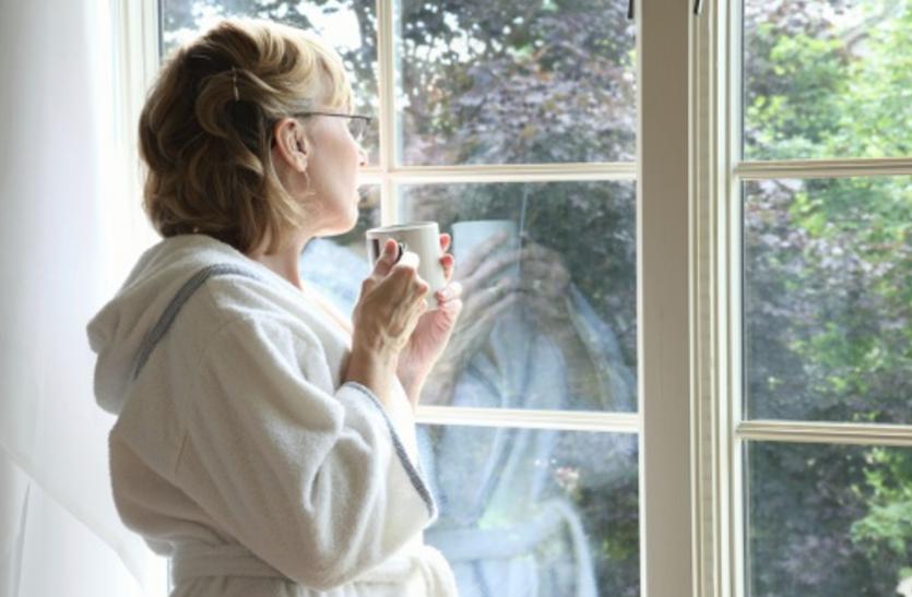 मेनोपॉज के बाद बढ़ सकता है कैंसर का खतरा