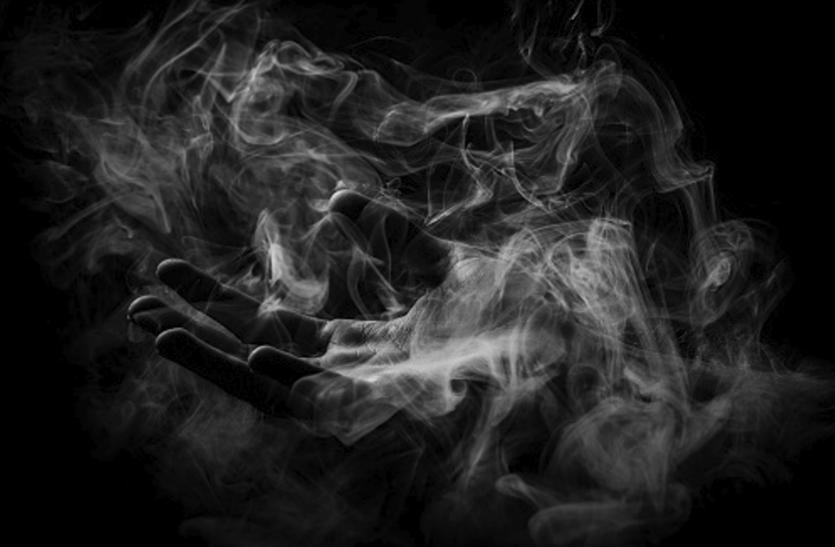 Passive smoking: पैसिव स्मोकिंग से हड्डियां कमजोर