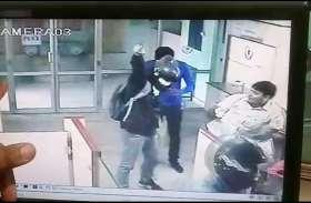 Watch: सीकर में हथियारों से लैस बदमाशों ने लूटा बैंक, फायरिंग कर बैंक कर्मियों को बंधक बनाया, देखें VIDEO