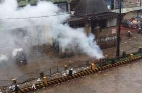 बारिश के बीच बिजली के तारों में लगी आग