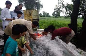 खेतों में बनाए कुंड में किया विसर्जन,जयकारों के साथ दी बप्पा को विदाई