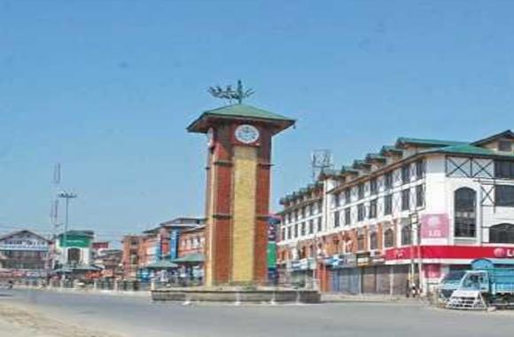 मुहर्रम को लेकर कश्मीर में सख्ती, कई हिस्सों में कर्फ्यू जैसी पाबंदी, लाल चौक हुआ सील