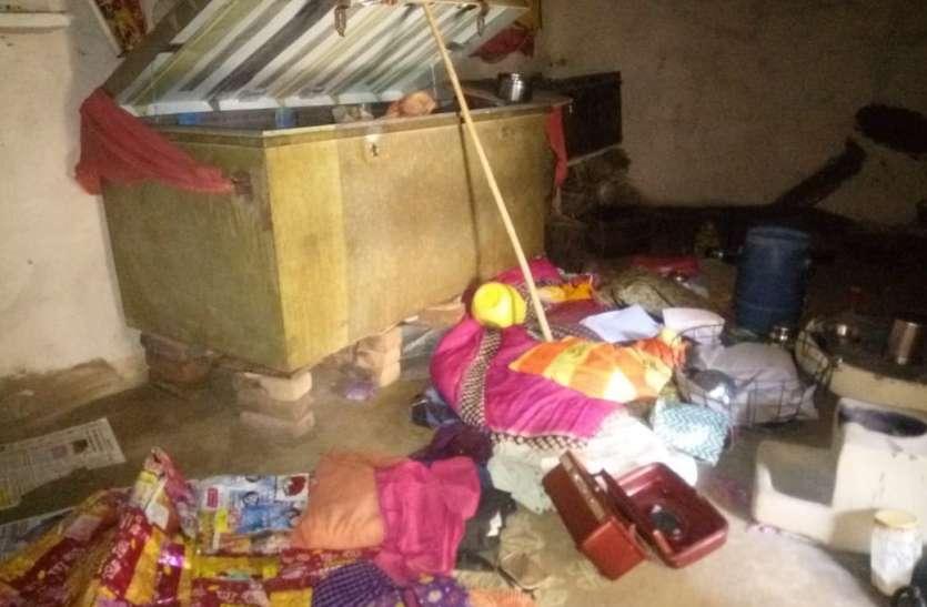 चोर विधवा के सूने मकान से समेट ले गए नकदी और माल