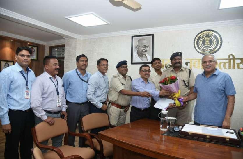 मुख्यमंत्री बघेल ने की राज्य पुलिस सेवा के अधिकारियों से मुलाकात, वेतन स्केल सहित कई मसलों पर हुई चर्चा
