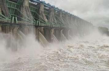 डैम के 16 गेट खोलते ही 20 फिट तक डूब गया पुल, मार्ग हुए बंद