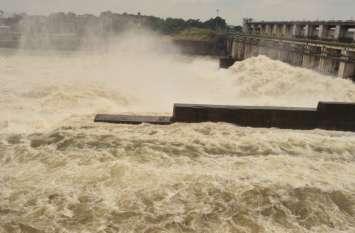 हाड़ौती में झमाझम बारिश, फिर नदियां उफनी, कोटा बैराज के 15 गेट खोलकर पानी की निकासी