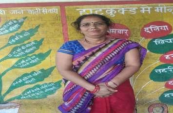 चुनौतियों के बीच संघर्ष कर इस महिला ने किया अपने गांव को कुपोषण मुक्त, गांव का हर बच्चा हेल्दी
