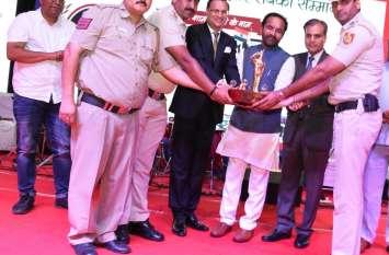 रक्षक सम्मान का शानदार आयोजन, दिल्ली पुलिस के 21 बहादुर सम्मानित
