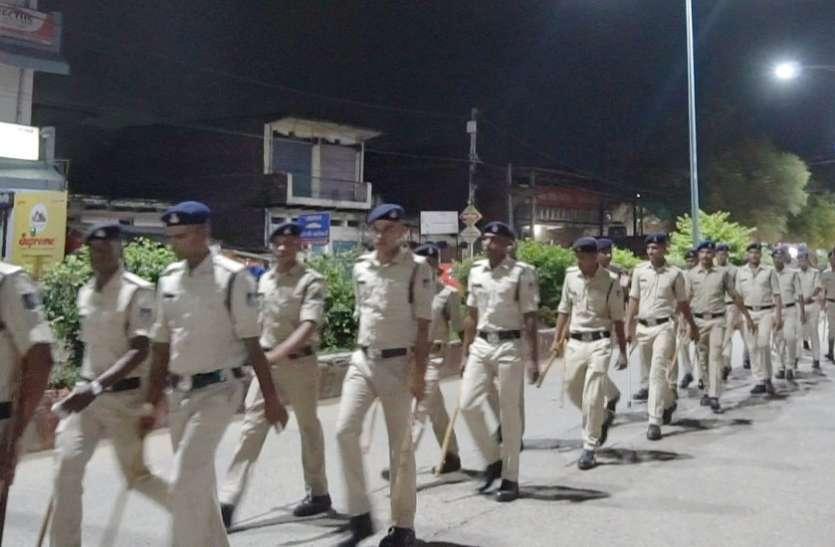 त्योहार के मद्देनजर पुलिस ने किया फ्लैग मार्च, कोतवाली, विंध्यनगर व नवानगर थाने की पुलिस रही शामिल