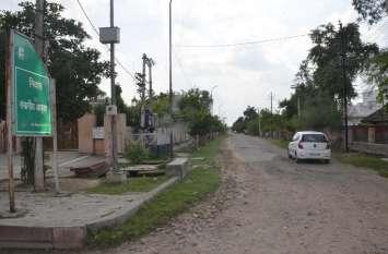 जनप्रतिनिधियों के घरों के बाहर भी सड़कें बदहाल, सरकार का नहीं ध्यान