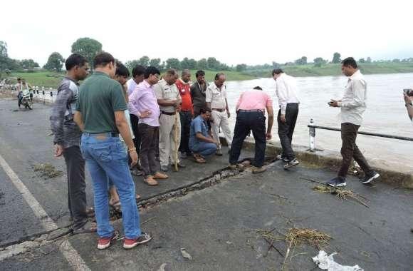 Bridge corporation : पानी उतरा तो उभरे जख्म, अधिकारी ने कहा- नहीं खतरा