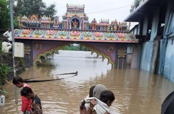 Flood : नहीं उतरा नर्मदा नदी के पुलों से पानी, कई गांव में भरा रहा पानी