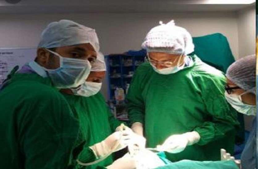 महिला की आंख और सिर की हड्डी के बीच फंसी कुकर की सिटी, डॉक्टरों ने किया ऑपरेशन