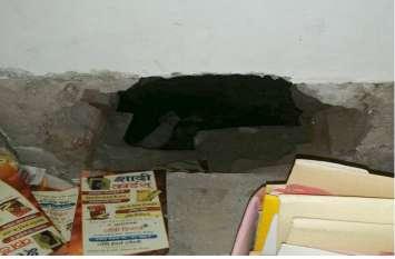 पुलिस सुस्त-चोर चुस्त : एक रात में चार जगहों पर चोरी, तीन दुकानों में सेंधमारी, एक घर के ताले चटकाए, नकदी और जेवरात पार