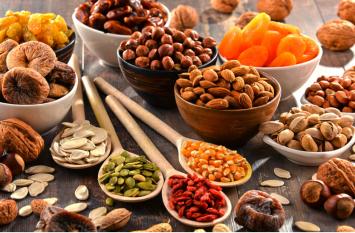 Dry Fruits Benefits: सूखे मेवों का एेसे करें इस्तेमाल, त्वचा में आएगे निखार, चेहरा बनेगा खूबसूरत