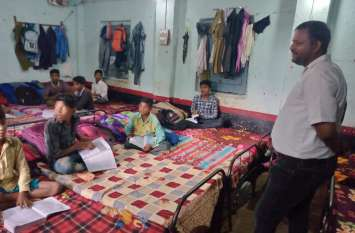 खाद्य सामग्री व छात्रावास की रसोई का किया निरीक्षण