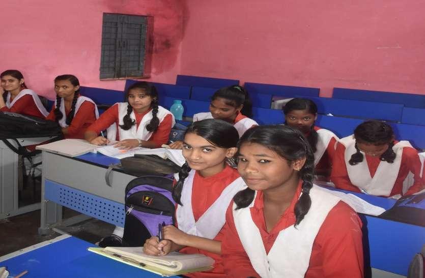 बच्चों को स्मार्ट शिक्षा देने तीन साल में चार प्रयास फेल, अब स्मार्ट क्लास की तैयारी