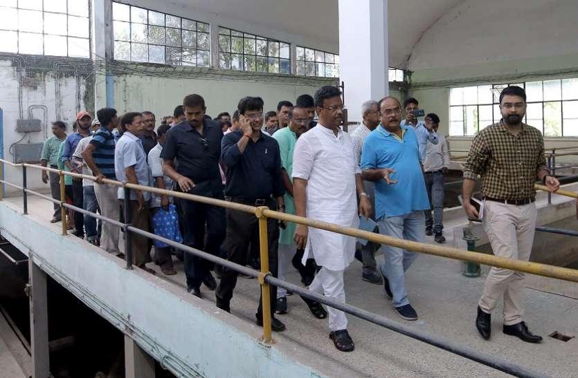 फिरहाद हकीम ने किया पद्योपुकुर केन्द्र का निरीक्षण