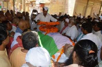 हजारों ने नम आंखों से दी 'बाबूजी' को अंतिम विदाई,पूर्व विधायक कल्ला की अंतिम यात्रा में आम और खास हुए शामिल
