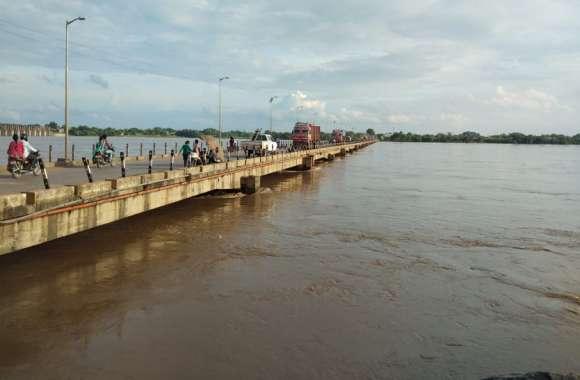 झमाझम बारिश से नदी-नाले उफान पर, प्रशासन ने अब तक जारी नहीं किया अलर्ट