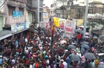शहर में ढोल-नगाड़े की गूंज के साथ निकला ताजियों का जुलूस, युवाओं ने दिखाए हैरतअंगेज करतब