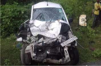 बस ने कार को मारी ऐसी जबर्दस्त टक्कर कि उछल कर गिरी खेत में, 1 की हुई मौत, 3 घायल