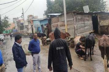 उज्जैन में इस पोल्ट्री फॉर्म में मुर्गिया नहीं पुलिस ने इन्हें पकड़ा