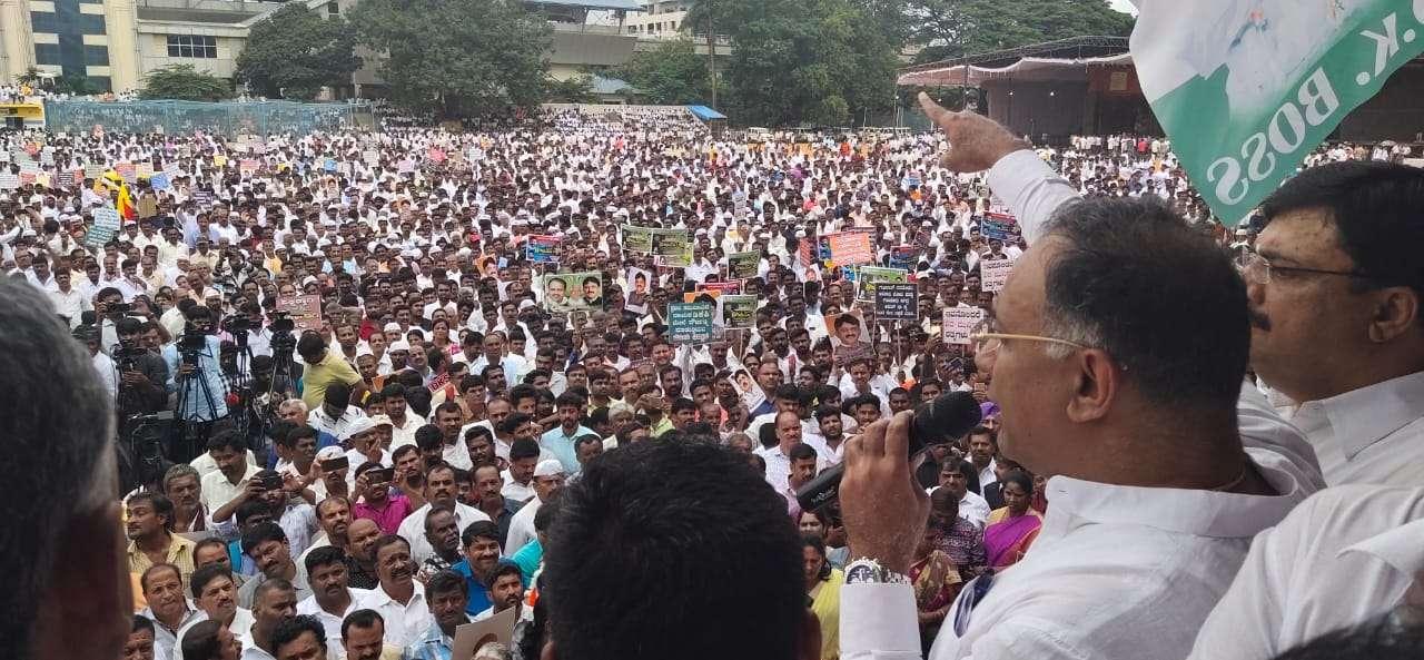 डीके के समर्थकों ने दिखाई ताकत, चौंकी सरकार
