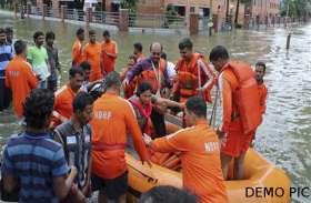 नदी के बीचोबीच मंदिर में 36 घंटे फंसे रहे 19 ग्रामीण, एनडीआरएफ की टीम ने बचाई जान